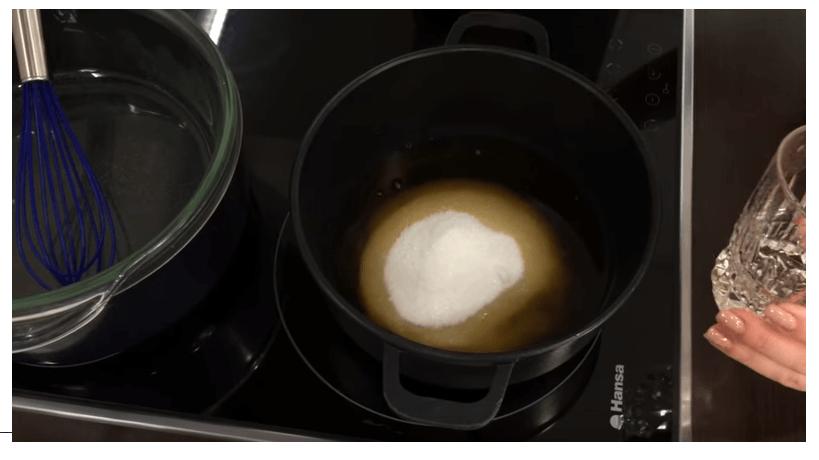 Смешивание рома и сахара