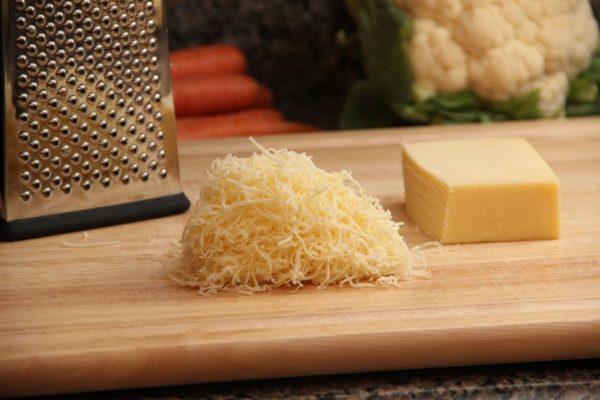 Тёртый сыр и тёрка