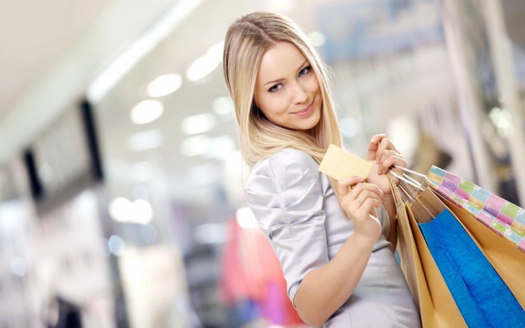 Девушка с поккупками