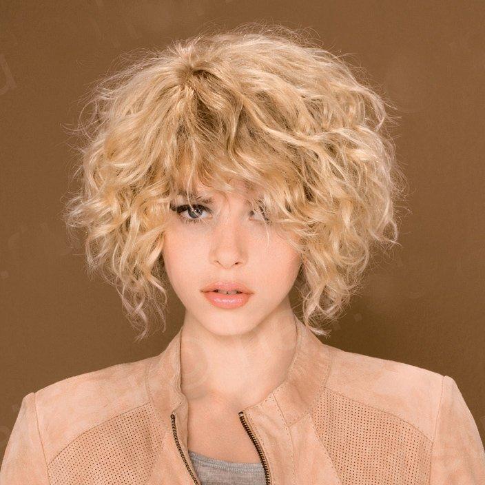 биозвивка на осветлённых волосах средней длины