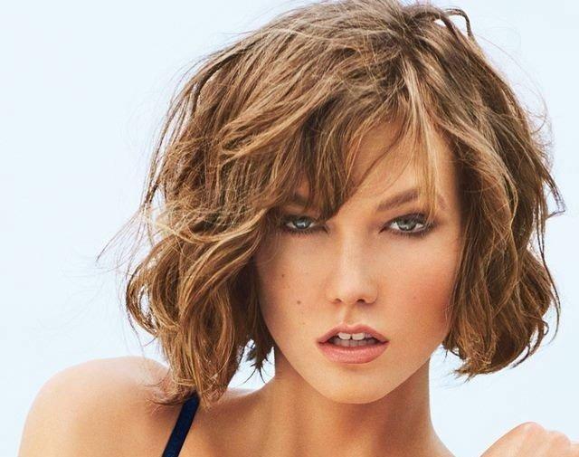 пляжные волны на волосах средней длины