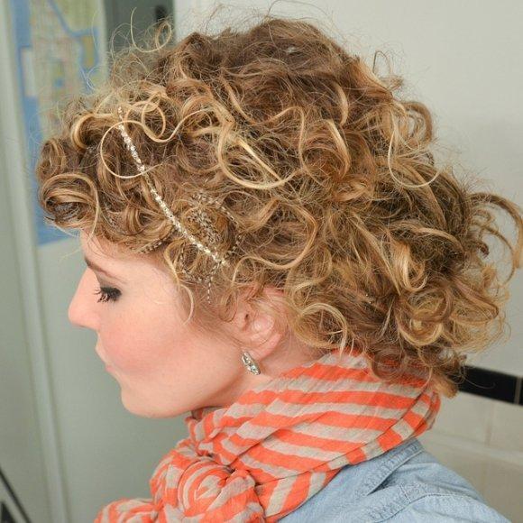 лёгкие локоны на волосах средней длины