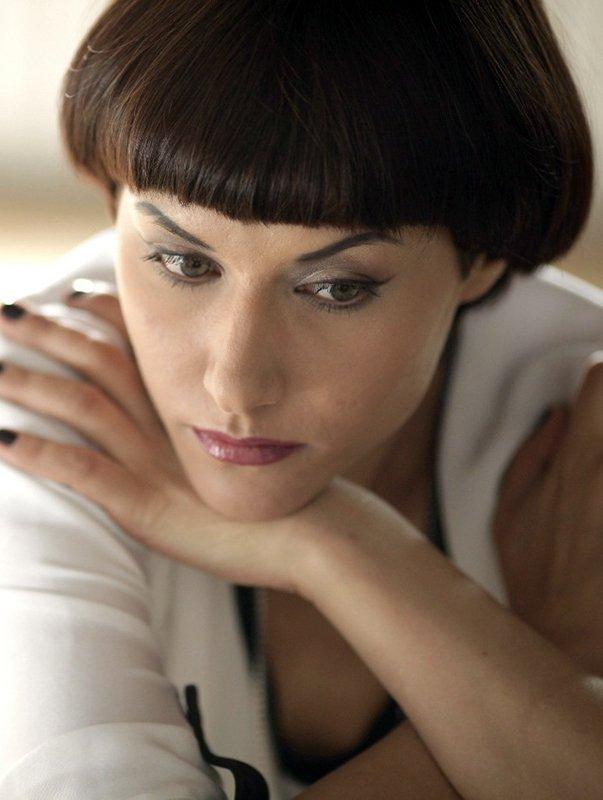 Лилия Гильдева шапочка на среднюю длину волос