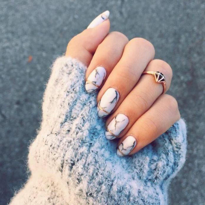 мраморный маникюр короткие ногти