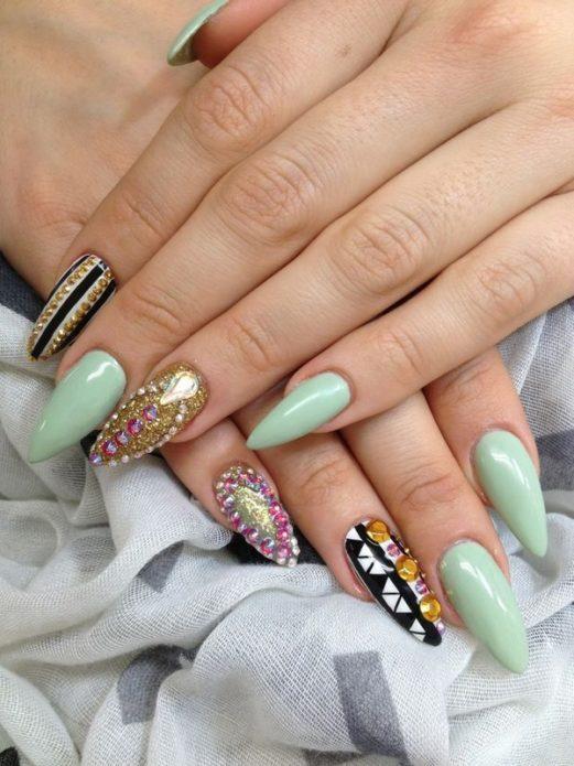острые длинные ногти