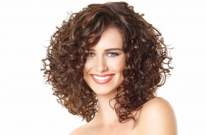 Стрижка аврора на кудрявых волосах