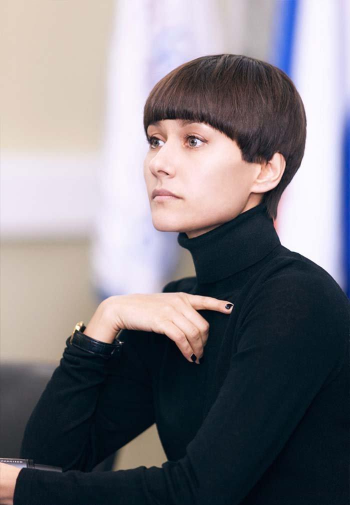 Стрижка шапочка у телеведущей Лилии Гильдеевой