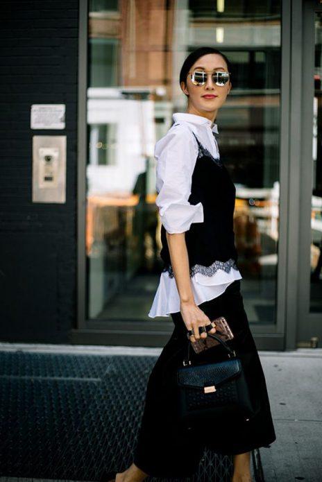 Черный топ на белую рубашку и черные брюки