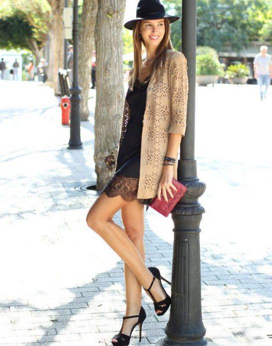 Платье в бельевом стиле, кардиган и шляпа