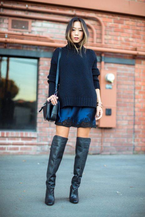 Платье в бельевом стиле под свитер и сапоги