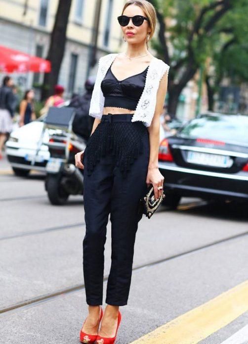 Топ в бельевом стиле, брюки и жилетка
