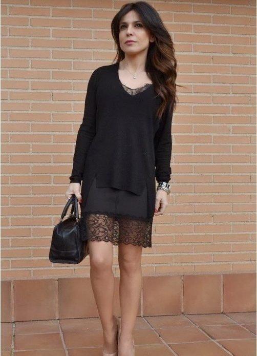 Кружевное платье под черный джемпер