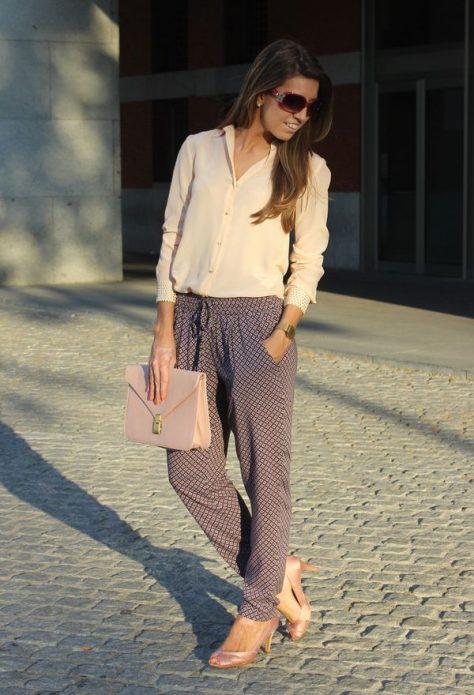 Пижамный стиль в бежево-коричневых тонах