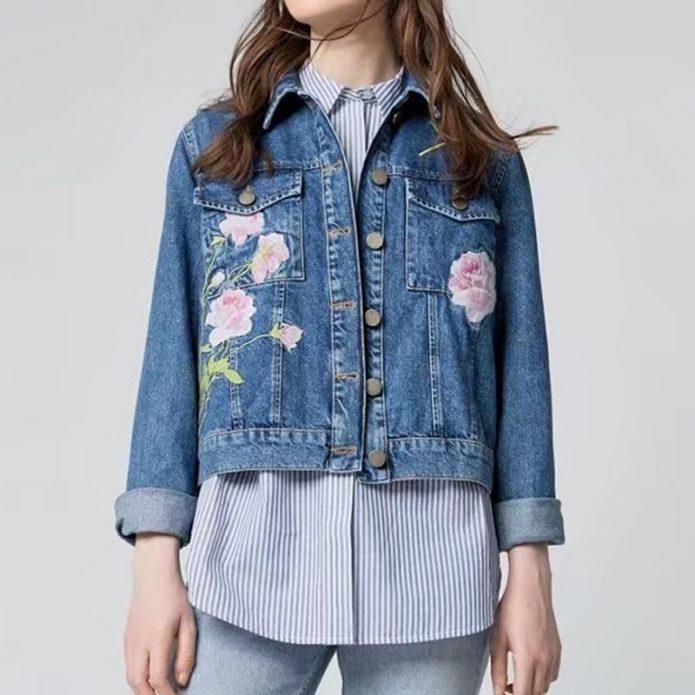 джинсовая куртка с цветами