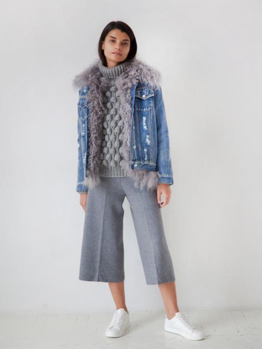 джинсовая куртка и мех со свитером