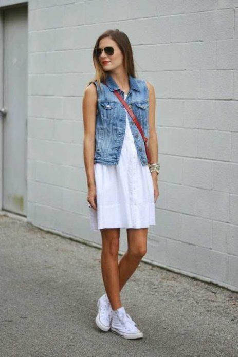 джинсовая жилетка белый сарафан