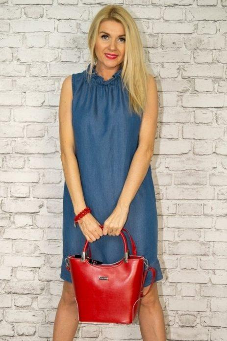джинсовое платье с красной сумкой