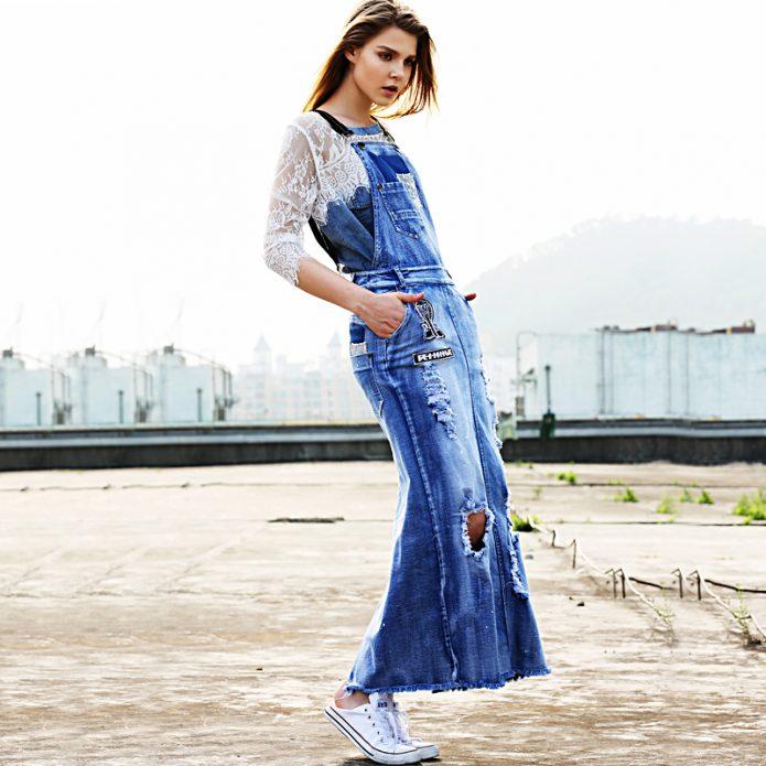 джинсовое платье и кружево