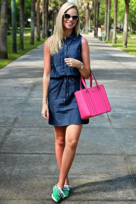 джинсовое платье розовая сумка