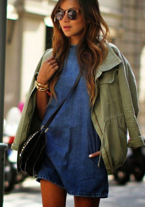 джинсовое платье с ветровкой