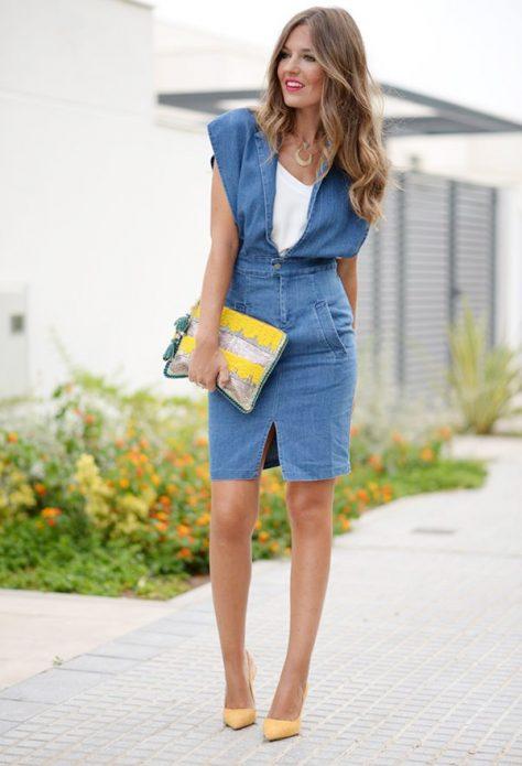 джинсовое платье сочетание с клатчем