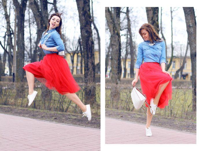 красная юбка с кедами