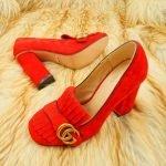 красные туфли с пряжками