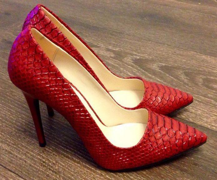 Классические туфли-лодочки с необычной фактурой можно надеть и в офис cc53cb25d5fbe