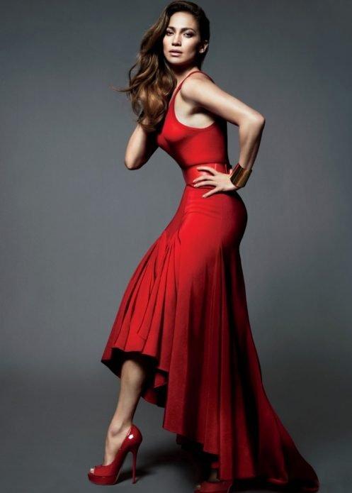 Красные туфли на каблуке под красное платье, образ Дженифер Лопес