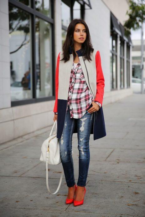 Красные туфли, рваные джинсы, рубашка и пальто