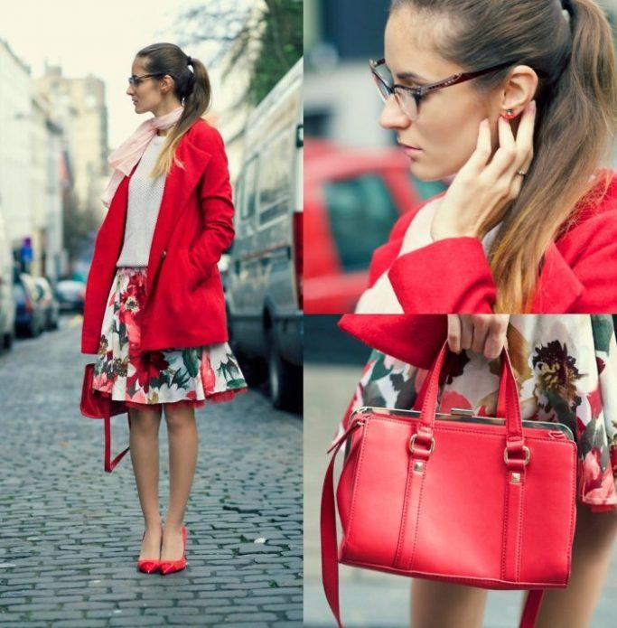 Красные туфли и сумка, алое пальто и пастельный низ