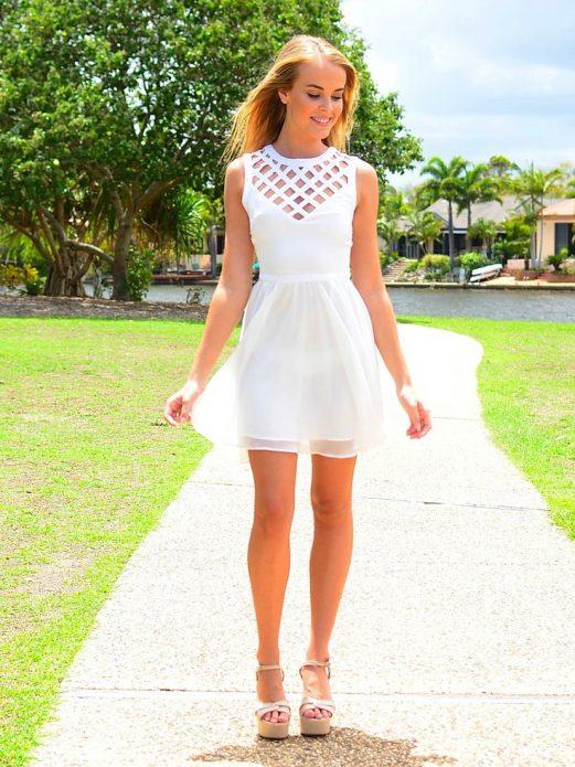 короткое платье с босоножками