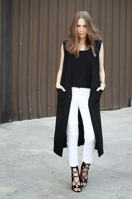 белые брюки с босоножками