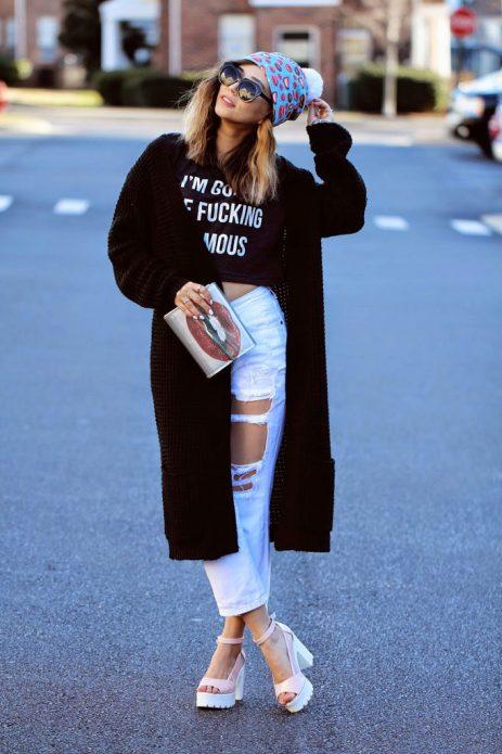 рваные джинсы с босоножками