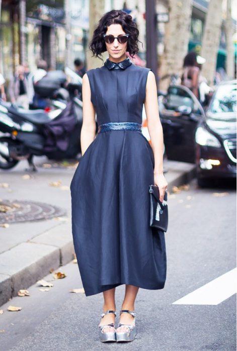 синее платье с босоножками