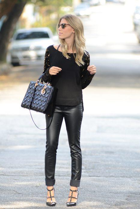 босоножки и кожаные брюки