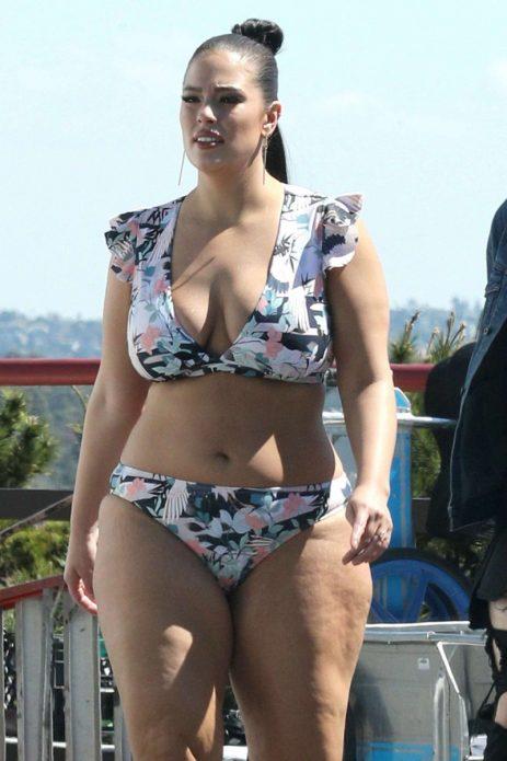 Эшли Грэм в купальнике без фотошопа