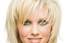 Прическа лесенка на короткие волосы