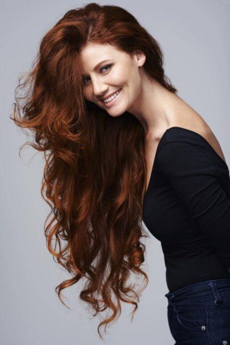 длинные волосы завитые