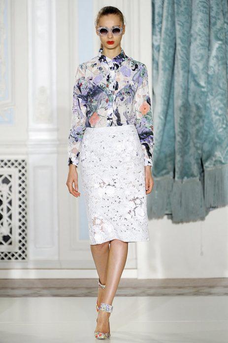 кружевная юбка и яркая блуза