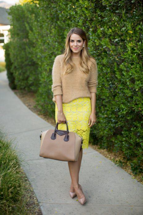 юбка желтая и бежевый свитер