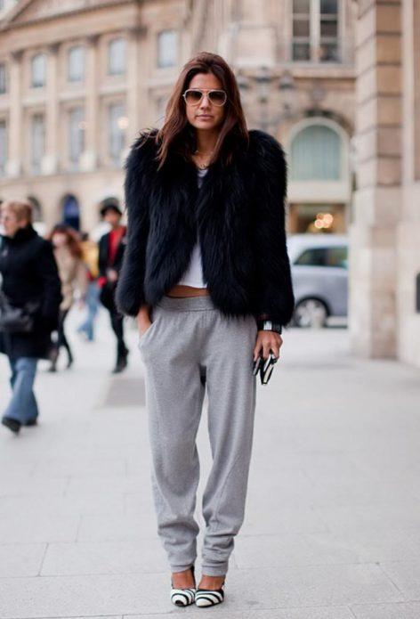 серые брюки и мех