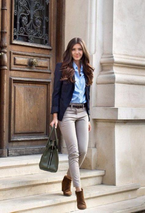 серые брюки и рубашка с пиджаком