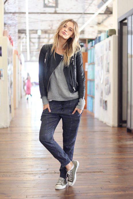 серые брюки молодежный образ