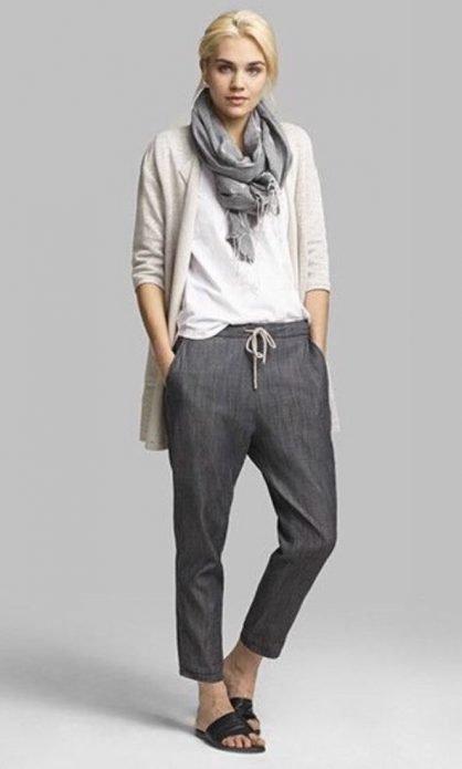 серые брюки стиль