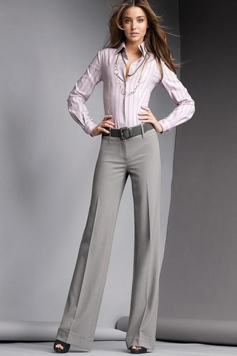 серые брюки светлые