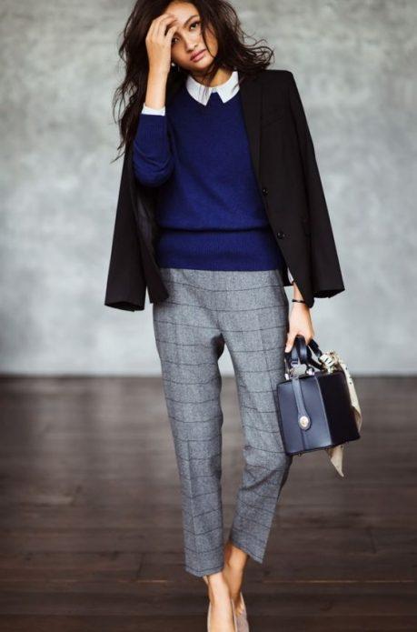 серые брюки укороченные с пиджаком