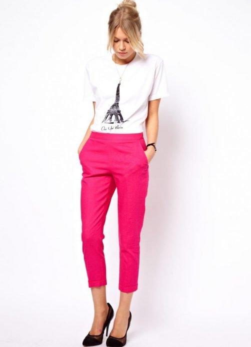 розовые льняные брюки образ