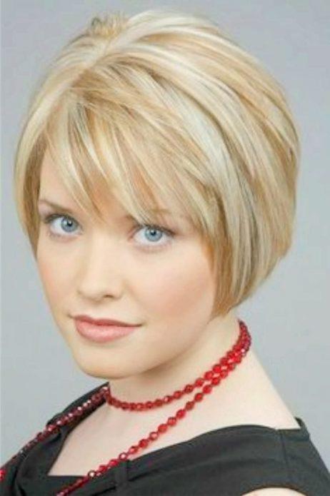 укороченный боб прямые волосы блонд