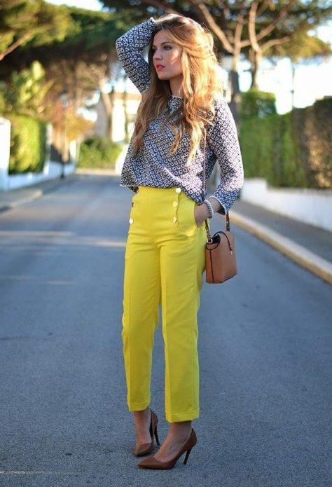 желтые льняные брюки